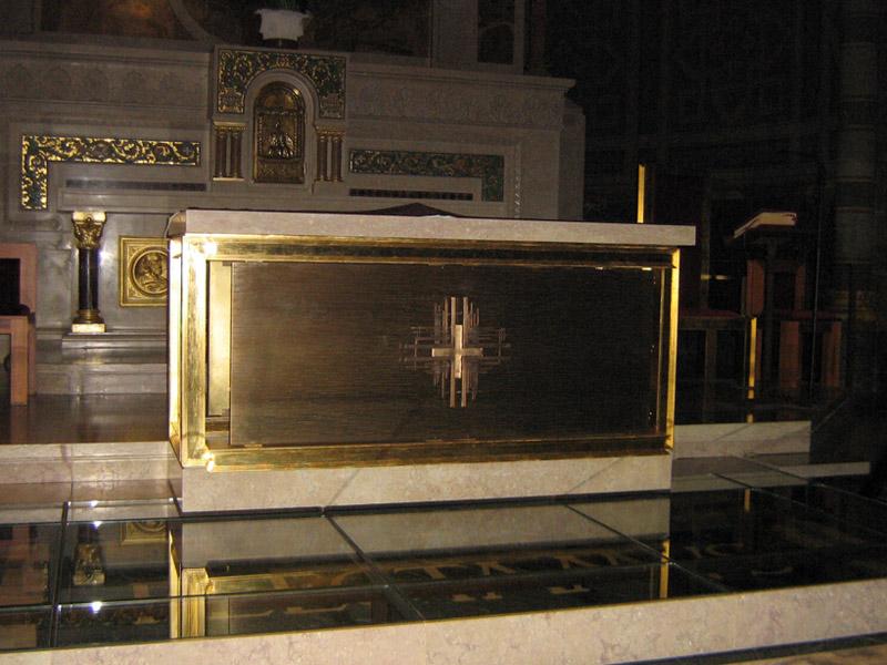 Giulio mastroianni lavorazione artistica ottone e for Arredo sacro